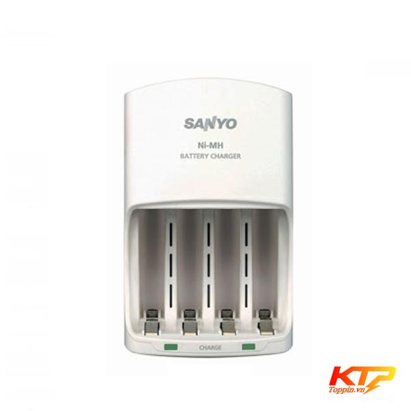 bo-sac-pin-Sanyo-4-viên-pin-AA-AAA-toppin
